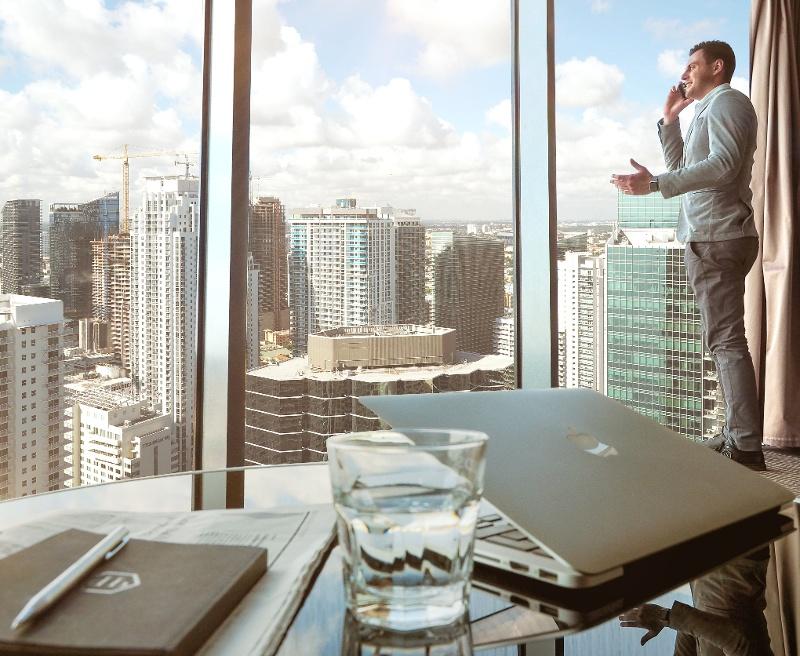 buildings-businessman-city-561458-1